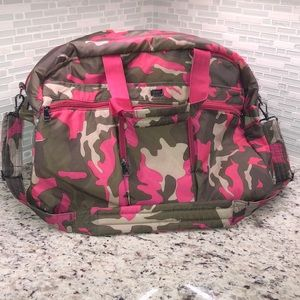 Lug Shuttle Bus Weekender Wheelie Bag Camo Pink
